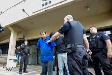 Presos em operação da Polícia Civil, deixam a sede do DEIC na zona norte de São Paulo (SP), na tarde desta terça-feira (03) em direção ao Fórum Criminal da Barra Funda, para audiência de custódia. Os 16 criminosos foram presos após a descoberta de um plano para roubar uma agência do Banco do Brasil, na Chácara Santo Antônio, na zona sul da cidade. O grupo havia alugado uma casa e cavou um túnel com cerca de 500 metros para chegar aos cofres do Banco com o objetivo de subtrair cerca de 1 bilhão de reais. © BW PRESS COPYING OR REPRODUCTION PROHIBITED. AVISO: Imagens protegidas pela lei do direito autoral 9.610/98. É proibido o uso ou cópia sem permissão do autor. Sujeito às penalidades legais.