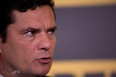"""Juiz federal Sergio Moro concede entrevista coletiva após sua participação no evento """"Amarelas ao Vivo"""", organizado pela revista Veja, no Teatro CETIP, na zona oeste de São Paulo (SP), nesta segunda feira (27)."""