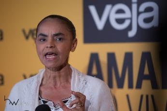 """Marina Silva, ex-Senadora, concede entrevista coletiva após sua participação no evento """"Amarelas ao Vivo"""", organizado pela revista Veja, no Teatro CETIP, na zona oeste de São Paulo (SP), nesta segunda feira (27)."""