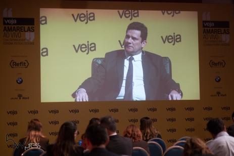 """Jornalistas acompanham a participação do juiz Sergio Moro no evento """"Amarelas ao Vivo, organizado pela revista Veja, no Teatro CETIP, na zona oeste de São Paulo (SP), nesta segunda feira (27)."""