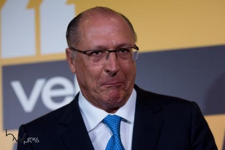 """Geraldo Alckmin, Governador de São Paulo, concede entrevista coletiva após sua participação no evento """"Amarelas ao Vivo"""", organizado pela revista Veja, no Teatro CETIP, na zona oeste de São Paulo (SP), nesta segunda feira (27)."""