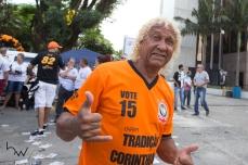 O ex jogador Biro Biro, acompanha a votação para escolha da nova diretoria do Corinthians, na sede do clube, na zona leste de São Paulo (SP), neste sábado (03).