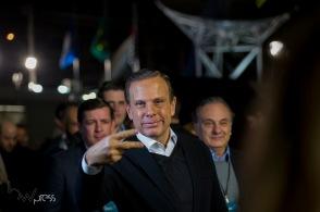 João Doria (PSDB), participa do debate entre candidatos ao governo do estado de São Paulo, das eleições 2018 promovido pela Band, na sede da emissora no bairro do Morumbi, zona sul de São Paulo, nesta quinta feira (16).