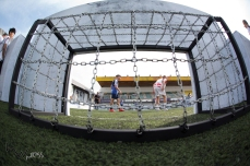 """Movimentação no Instituto Neymar Jr, na Praia Grande (SP), na manhã deste sábado (21). Equipes de vários países disputam o torneio de futebol amador """"NeymarJr's Five"""" em 3 quadras de grama sintética."""