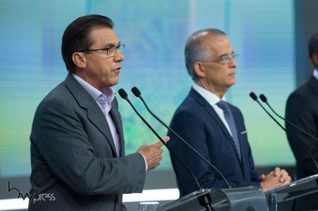 Luiz Marinho (PT), participa do debate das eleições 2018 promovido pela Record TV, na sede da emissora, na zona oeste de São Paulo, neste sábado (29).