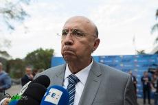 Henrique Meirelles (MDB), durante o debate das eleições 2018, promovido pelo Jornal Folha de São Paulo, UOL e SBT, na sede da emissora em São Paulo (SP), nesta quarta feira (26).