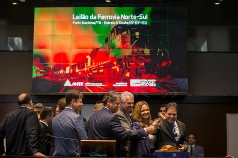 Leilão de cerca de 1,5 mil km da Ferrovia Norte-Sul, na sede da B3 em São Paulo (SP), nesta quinta feira (28). O trecho leiloado pelo governo federal liga a cidade de Porto Nacional (TO) a Estrela D'Oeste (SP) e a proposta vencedora foi da Rumo S.A. com ágio de 100,92%. © BW PRESS FOTO COPYING OR REPRODUCTION PROHIBITED. AVISO: Imagens protegidas pela lei do direito autoral 9.610/98. É proibido o uso ou cópia sem permissão do autor. Sujeito às penalidades legais.