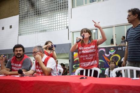 Metroviários reunidos na sede do sindicato da categoria, no bairro do Tatuapé, zona leste de São Paulo (SP), na noite desta segunda-feira (06), decidem cancelar a greve marcada para a zero hora do dia 07, em função de sentença proferida pelo TRT na tarde de hoje.