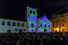 Apresentação da Orquestra Sinfônica Municipal, durante a Virada Cultural 2019, no Pátio do Colégio, região central de São Paulo (SP), neste sábado (18).