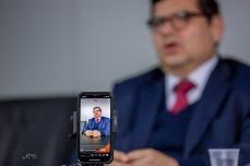 """O juiz Peruano José Antonio Neyra Flores, durante palestra em São Paulo sobre o crime organizado e corrupção. O magistrado comentou casos como o de Fujimori Montesinos, Odebrecht e outros classificados como """"crime do colarinho branco"""". Paulo Lopes @BWPressFoto COPYING OR REPRODUCTION PROHIBITED. Proibido o uso ou cópia sem permissão do autor. #istoe #afp #afpphoto #zuma #dpa #reuters #getty #epa #photojournalism #press #odebrecht #lavajato #peru #corrupção #moro #dallagnol #propina #crime #juri #tribunal #dinheiro #corrupto #fujimori #montesinos #neyra"""