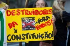 Protesto contra Dias Tóffoli e Gilmar Mendes, Ministros do STF, durante um evento com advogados em São Paulo. Paulo Lopes @BWPRESSFOTO COPYING OR REPRODUCTION PROHIBITED. Proibido o uso ou cópia sem permissão do autor. #istoé #afp #afpphoto #veja #vejasp #estadão #folhapress #getty #zuma #shutterstock #dpa #europress #anpfoto #arfocsp #gilmarmendes #stf #corrupção #roubo #lavajato #moro #aasp #advogado