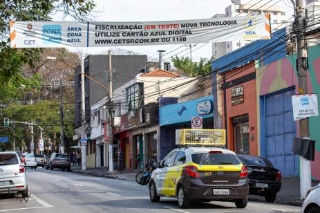 Viatura da CET equipada com câmeras fiscaliza a utilização da Zona Azul, nas ruas do Tatuapé, em São Paulo, nesta quinta-feira (29). PAULO LOPES @BWPressFoto COPYING OR REPRODUCTION PROHIBITED. É proibido o uso ou cópia sem permissão do autor. #agenciaoglobo #agenciaestado #istoé #afp #afpphoto #veja #vejasp #estadão #folhapress #getty #zuma #shutterstock #dpa #bwpress #europress #anpfoto #arfocsp #cet #zonaazul #multa #estacionamento #prefeitura #marronzinho #amarelinho #infração