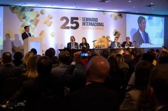 Glenn Greenwald, advogado e jornalista co-fundador do site The Intercept, participa da cerimônia de abertura do 25º Seminário Internacional de Ciências Criminais, no Hotel Tivoli Mofarrej em São Paulo. PAULO LOPES @BWPressFoto COPYING OR REPRODUCTION PROHIBITED. É proibido o uso ou cópia sem permissão do autor. #ibccrim #greenwald #glenn #verdevaldo #intercept #vazajato #lavajato #whatsapp #hacker dallangol #moro #agenciaoglobo #agenciaestado #istoé #afp #afpphoto #veja #vejasp #estadão #folhapress #getty #zuma #shutterstock #dpa #europress #anpfoto #arfocsp