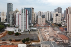 Demolição de 40 sobrados de uma antiga vila operária localizada entre as ruas Padre Estevão Pernet e João Migliari, no Tatuapé, zona leste de São Paulo (SP), neste domingo (01). PAULO LOPES @BWPressFoto COPYING OR REPRODUCTION PROHIBITED. É proibido o uso ou cópia sem permissão do autor. #agenciaoglobo #agenciaestado #istoé #afp #afpphoto #veja #vejasp #estadão #folhapress #getty #zuma #shutterstock #dpa #bwpress #europress #anpfoto #arfocsp #Migliari #pernet #tatuapé #sobrado #demolição #eixoplatina #incorporadora #construtora #escritório #imobiliária #imóvel #moradia #casa #empreendimento #vila
