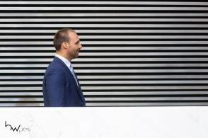 O deputado federal Eduardo Bolsonaro (PSL-SP) recebe o Colar de Honra ao Mérito Legislativo do Estado de São Paulo, durante cerimônia na Assembleia Legislativa (ALESP), na zona sul da capital paulista, nesta sexta feira (25). PAULO LOPES @BWPressFoto COPYING OR REPRODUCTION PROHIBITED. É proibido o uso ou cópia sem permissão do autor. #agenciaoglobo #agenciaestado #istoé #afp #afpphoto #veja #vejasp #estadão #folhapress #getty #zuma #shutterstock #dpa #bwpress #europapress #anpfoto #arfocsp #bolsonaro #dudu #03 #embaixador #psl #politica #bivar #joice #brasilia #deputado