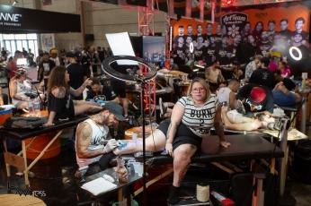 Movimentação durante a Tattoo Week 2019, considerada a maior convenção de tatuagem do mundo, no São Paulo Expo, na zona sul de São Paulo (SP), nesta sexta (25). PAULO LOPES @BWPressFoto COPYING OR REPRODUCTION PROHIBITED. É proibido o uso ou cópia sem permissão do autor. #agenciaoglobo #agenciaestado #istoé #afp #afpphoto #veja #vejasp #estadão #folhapress #getty #zuma #shutterstock #dpa #bwpress #europapress #anpfoto #arfocsp #tattoo #week #tatuagem #desenho #arte #cor #risco #rabisco #tattooweek #dor #furo #tinta #tatuador #expo #zumbi #punk