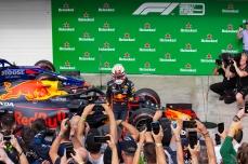 Max Verstapen, da Red Bull vencedor do Grande Prêmio Brasil de Fórmula 1, no Autódromo de Interlagos, zona sul de São Paulo (SP), neste domingo (17). PAULO LOPES @BWPressFoto COPYING OR REPRODUCTION PROHIBITED. É proibido o uso ou cópia sem permissão do autor. #agenciaoglobo #agenciaestado #istoé #afp #afpphoto #veja #vejasp #estadão #folhapress #getty #zuma #shutterstock #dpa #bwpress #europapress #anpfoto #arfocsp #hexa #hamilton #petronas #mercedes #lewis #campeão #champion #formula1 #gpbrasilF1 #obrigadosenna