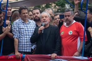 O ex presidente Lula participa de ato no Sindicato dos Metalúrgicos do ABC, na cidade de São Bernardo do Campo (SP), neste sábado (9), após ser beneficiado por decisão do STF sobre a prisão após condenação em segunda instância. PAULO LOPES @BWPressFoto COPYING OR REPRODUCTION PROHIBITED. É proibido o uso ou cópia sem permissão do autor. #agenciaoglobo #agenciaestado #istoé #afp #afpphoto #veja #vejasp #estadão #folhapress #getty #zuma #shutterstock #dpa #bwpress #europapress #anpfoto #arfocsp #lula #lavajato #curitiba #policia #prisão #stf #corrupção #triplex #atibaia
